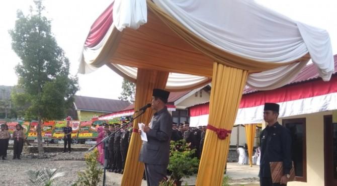 Bupati Sijunjung Yuswir Arifin Saat Menjadi Inspektur Upacara di HUT Bhayangkara ke 73 di Mapolsek Koto VII, Rabu 10 Juli 2019