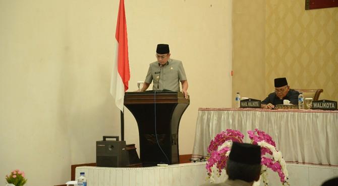 Walikota Sawahlunto, Deri Asta saat menyampaikan Ranperda ke DPRD
