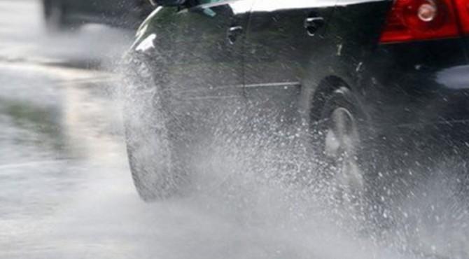 Agar ban mendapatkan cengkraman maksimal, ban belakang harus dibuat mengikuti jejak ban mobil di depan