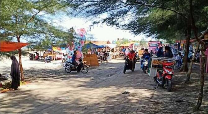 Para Pedagang yang berjualan di Objek Wisata Pantai Pohon Seribu Sasak.