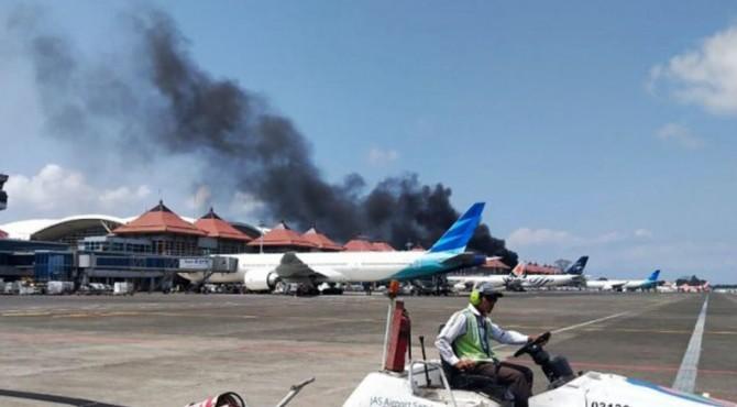 Bus terbakar di Bandara Ngurah Rai, Bali.