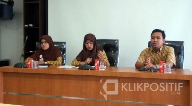 Kepala Bidang Penagihan dan Keuangan BPJS Cabang Payakumbuh, Fristy Lahira Defivenni (tengah).