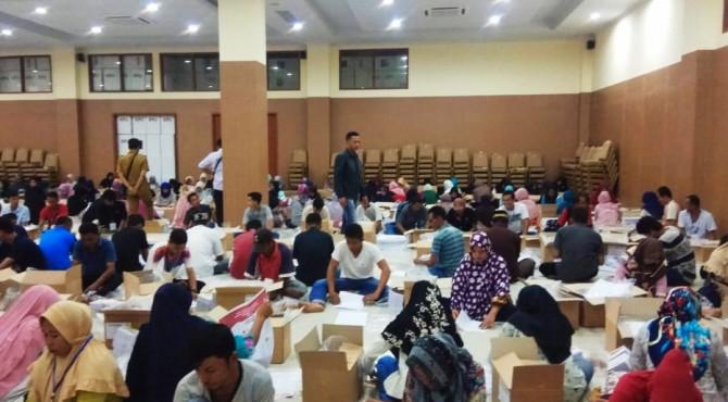 proses penyiapan logistik pemilu kabupaten Solok beberapa waktu lalu.