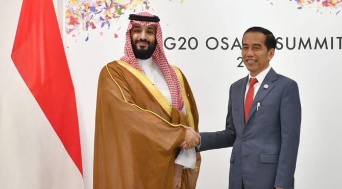 Presiden Jokowi dan Putra Mahkota Kerajaan Arab Saudi Pangeran Mohammad Bin Salman, bertemu di sela-sela KTT G-20, di Osaka, Jepang, Sabtu (29/6).