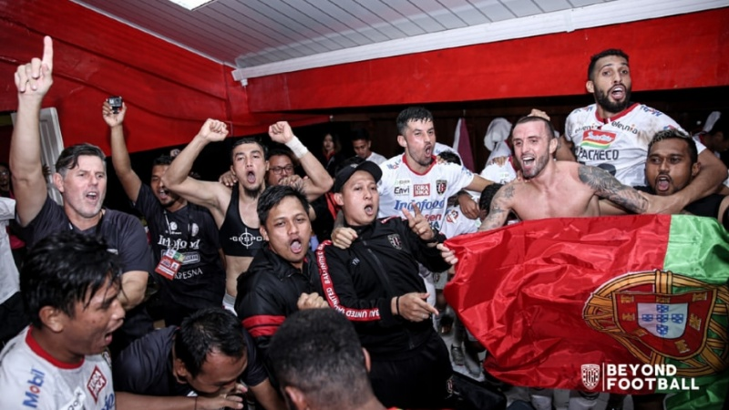 Pemain Bali United pesta juara di markas Semen Padang FC