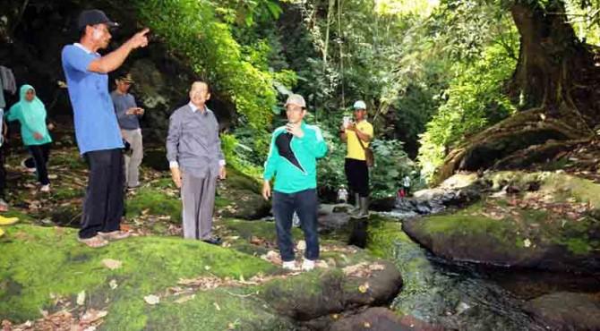Wawako Solok Reinier berbincang mengenai potensi wisata Sarasah Aie Batumpak.