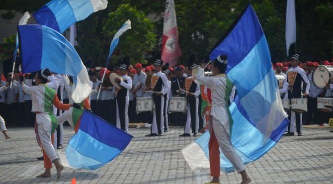Marching Band Semen Padang tampil gemilang usai upacara HUT-RI ke 71 di lapngan parkir Kantor Pusat Semen Padang