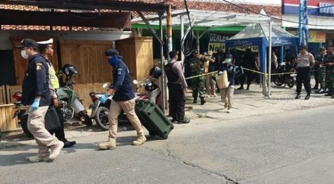 Polisi Olah TKP gerai ponsel di Bekasi terkait penemuan bom rakitan