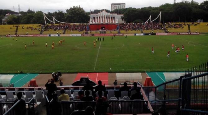 Semen Padang vs Persipura di Stadion H Agus Salim