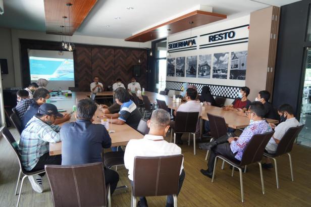 Sosialisasi program stimulus tahap II tahun 2021 kepada masyarakat melalui media dan wartawan di Padang, Senin, 29 Maret 2021.
