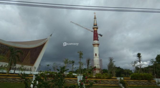 Menara Masjid Raya Sumbar