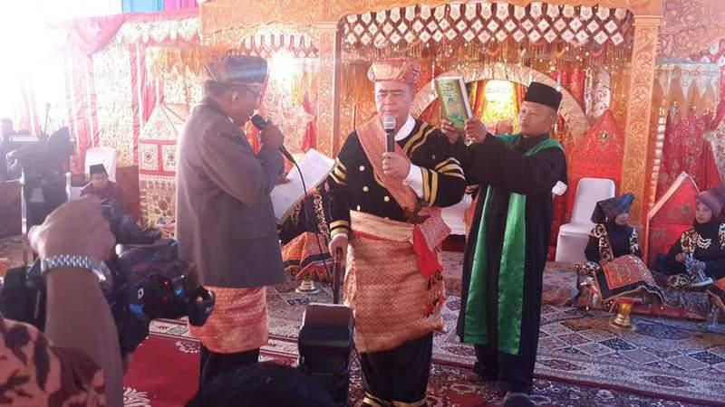 Wagub Sumbar Nasrul Abit Datuak Malintang Panai saat disumpah/Ilustrasi