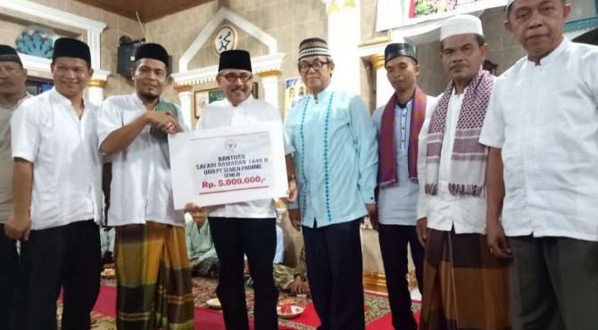 Tim Safari Ramadan PT Semen Padang melakukan kunjungan ke Masjid Nurul Wujud Kelurahan Baringin, Lubuk Kilangan Kota Padang, Kamis, 23 Mei 2019.