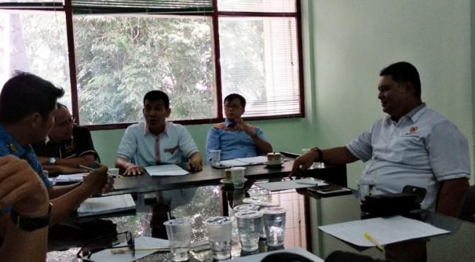 Ketua KONI Sumbar Syaiful memimpin rapat SC Porprov XVI Pasaman Barat