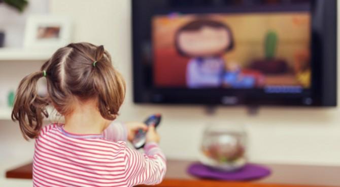 ilustrasi anak menonton film kartun