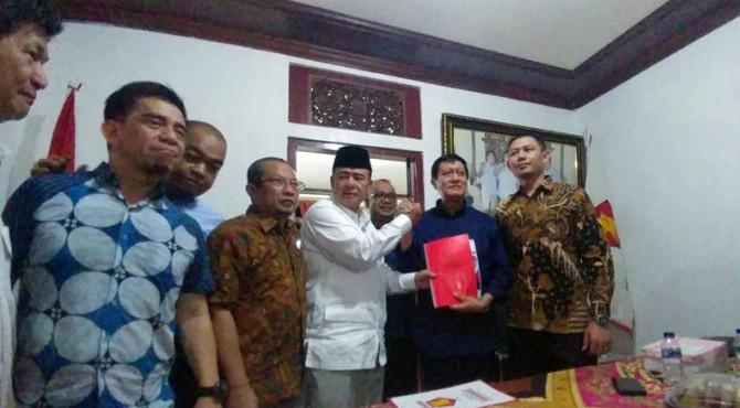 Nasrul Abit serahkan berkas pendaftaran ke Partai Gerindra pada hari terakhir pendaftaran, Jumat (15/11/2019)