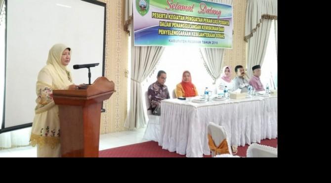 Ketua LKKS Provinsi Sumatera Barat Ny. Nevi Zuairina Irwan Prayitno saat memberikan arahan
