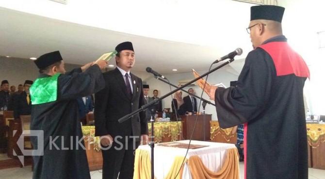 Pengambilan sumpah Deni Asra sebagai Ketua DPRD Kabupaten Limapuluh Kota.