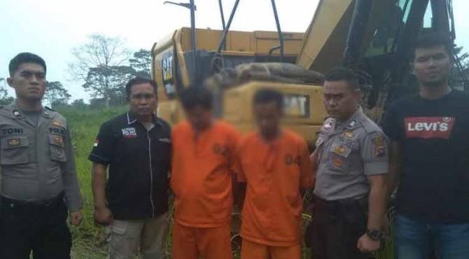 Alat berat berhasil diamankan Satreskrim Polres Solsel beserta dua orang yang diduga pelaku PETI di Mako Polres setempat, Senin (21/10).