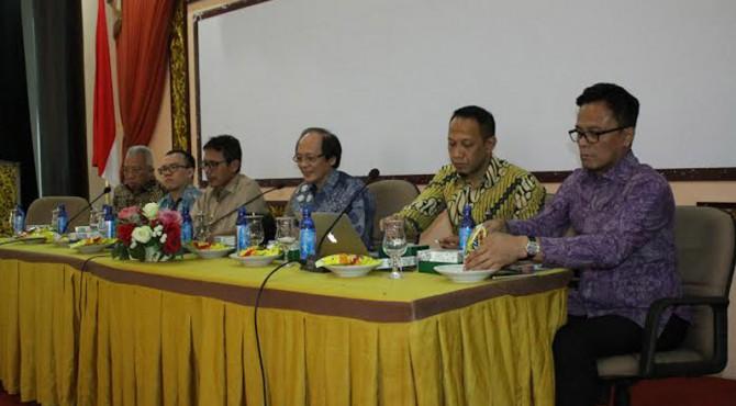 Diskusi Peningkatan Tata Kelola BUMD, UMKM Sumatera Barat bersama Anggota Komite Ekonomi Industri Nasional (KEIN) di Auditorium Gubernuran, Selasa 19 April 2016.