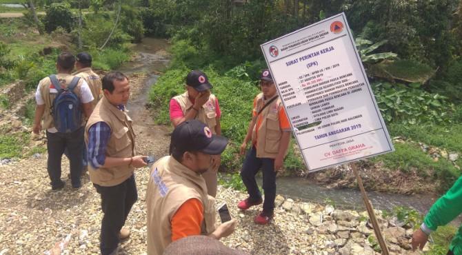 Tim Bimtek kunjungan lapangan dilokasi terbang Jorong Sawah Laweh, Kenagarian Tungkar