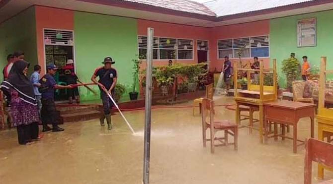 sekolah di Solok Selatan digenangi air