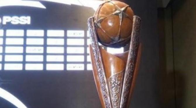 Trofi Piala Presiden sebelum diperbarui