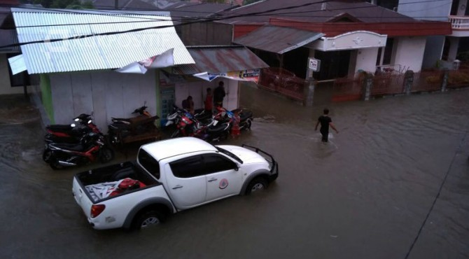 Banjir yang terjadi di kawasan Khatib Sulaiman, Padang.