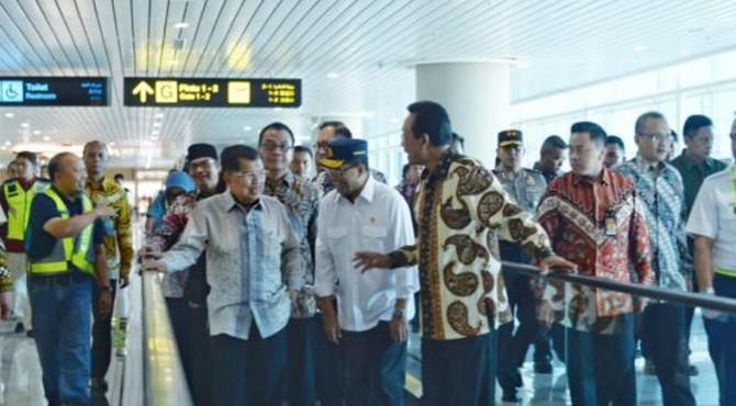 Wapres didampingi Menhub dan Gubernur DIY di bandara YIA Kabupaten Kulon Progo, Daerah Istimewa Yogyakarta, Sabtu (4/5).