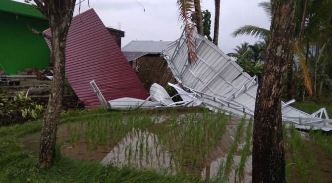 Rumah rusak terdampak hujan dan angin kencang di Pessel