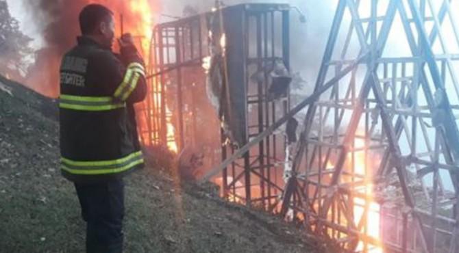 Padang Landmark yang terbakar