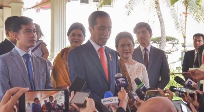 Presiden Jokowi diwawancara wartawan usai pelantikan