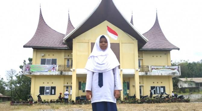 Naila Labibah (14 tahun), siswi MTs Luki yang lolos KSM Provinsi