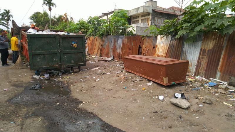Peti mati ditemukan di tempat sampah kawasan Asratek, Kecamatan Padang Utara.