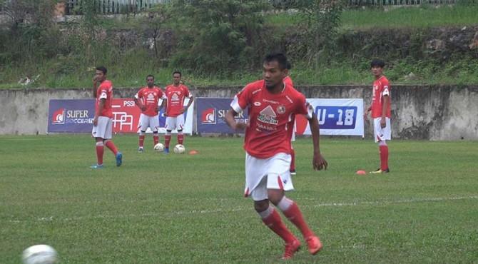 Pemain Semen Padang FC latihan.
