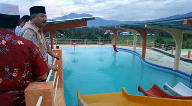 Wako meninjau Solok Water Park