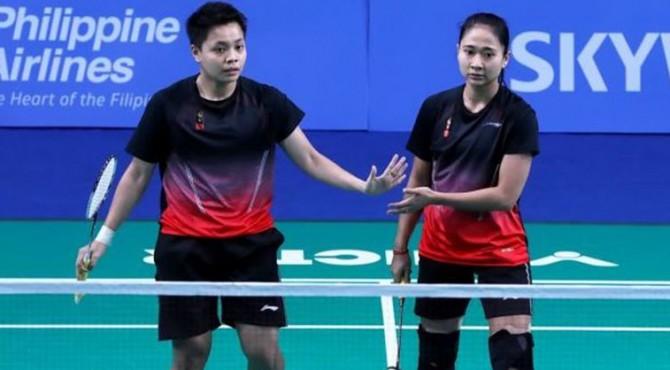 Pasangan ganda putri Indonesia, Ni Ketut Mahadewi Istarani/Apriyani Rahayu, berhasil mengalahkan Jin Yujia/Nur Insyirah Khan (Singapura) dalam pertandingan semifinal beregu putri SEA Games 2019, Senin (2/12).