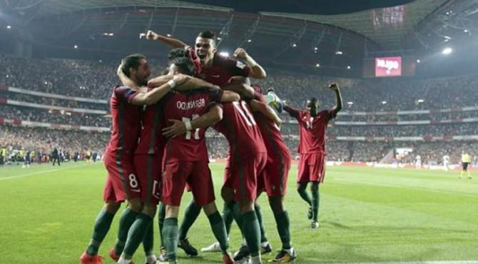 Selebrasi para pemain Portugal usai memastikan lolos ke Piala Dunia 2018.