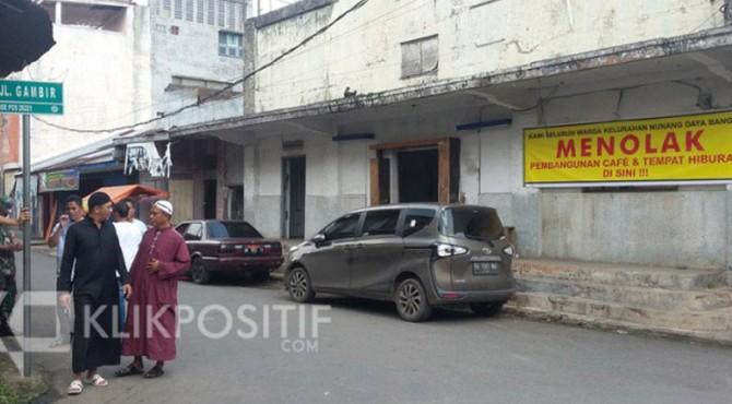 Penolakan warga terhadap wacana pembangunan tempat hiburan di Kelurahan Nunang Daya Bangun, Kamis (1/10).