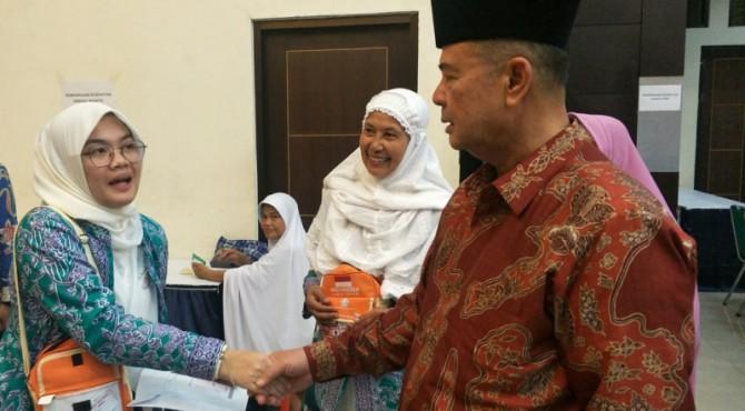 Wagub Nasrul Abit bersama CJH termuda di Kloter IX