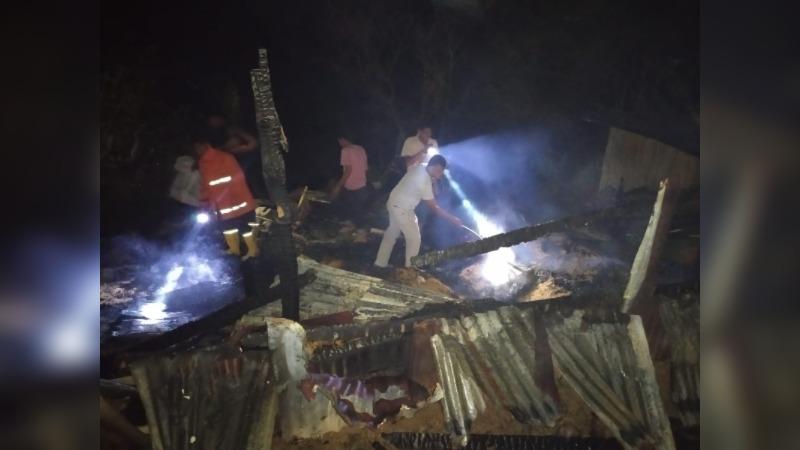 Petugas Pemadam Kebakaran Kota Pemko Menyisir Lokasi Gudang Terbakar