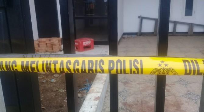 Lokasi penemuan korban dipasang garis polisi