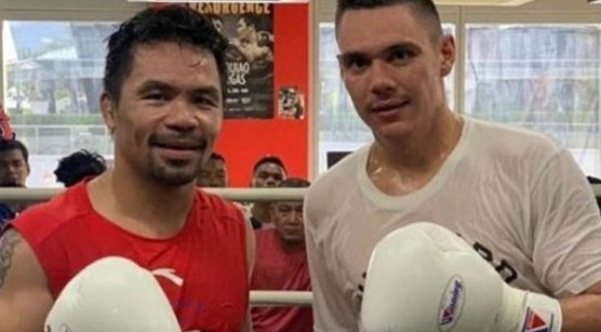 Legenda tinju dunia, Manny Pacquiao (kiri), berfoto bersama sparring partner-nya asal Australia, Tim Tszyu.