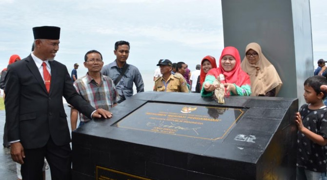 Walikota Padang Mahyeldi Ansyarullah usai peresmian Monumen Merpati Perdamaian di Muaro Lasak.