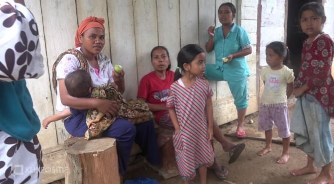 Nasib korban banjir bandang Solsel yang hanya makan mangga muda
