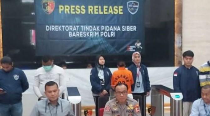 Direktorat Siber Bareskrim Polri berhasil menangkap bos sindikat penipuan online bernama Nurul Ainulia.