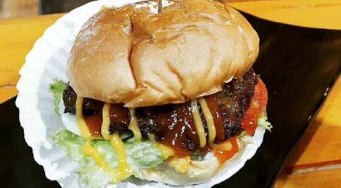 pembuatan Burgernya, ia menggunakan bahan-bahan yang sangat aman di konsumsi oleh semua pihak