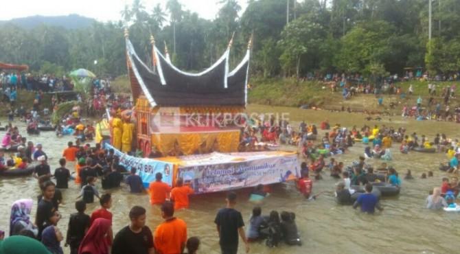 Ribuan Masyarakat Saksikan Tradisi Potang Balimau