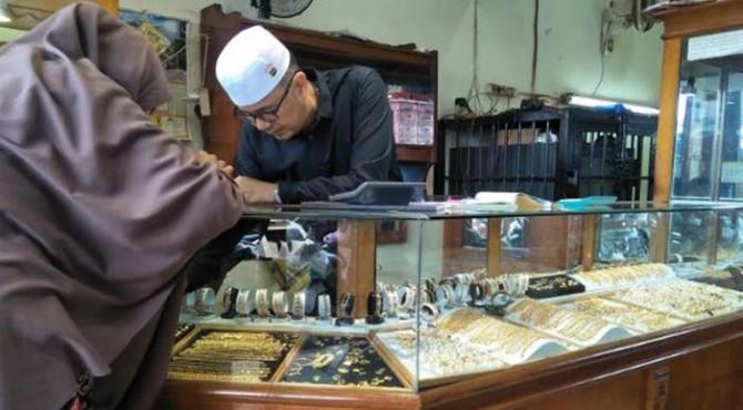 Pedagang emas di Pariaman
