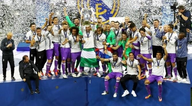 Pemain Real Madrid merayakan gelar Liga Champions yang mereka raih musim ini.
